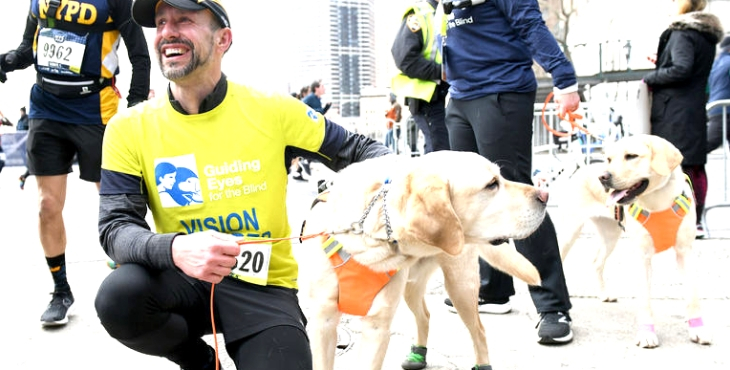 Ses chiens-guides l'aident à terminer le semi-marathon de New York